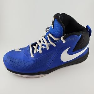 Nike Team Hustle D7 Boys Basketball Shoes